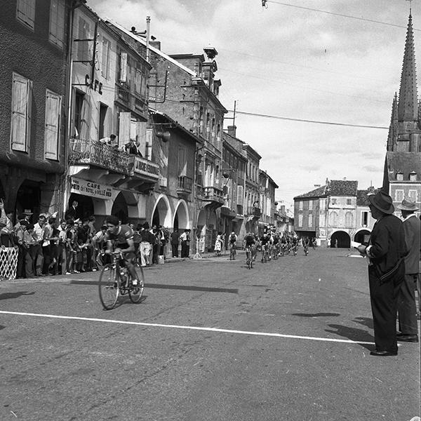 Grand prix cycliste : Photographies prises à Nogaro